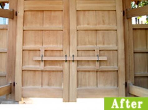 木製の門施工後